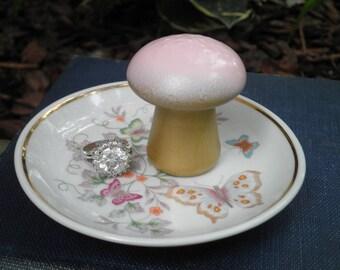 Woodland Mushroom & Butterflies Ring Dish Plate - Pink + Gold Mushroom Retro Avon China Plate Trinket Holder Jewelry Storage Home Decor Gift