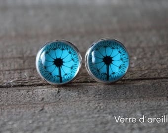 Earrings glass cabochon colored with radiant blue flower