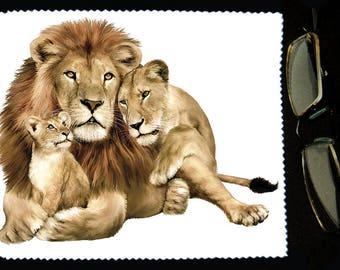 Cloth wipes glasses lion
