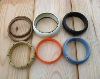 7 Pieces Vintage Assorted Bangle Bracelets Made Of Plastic, Metal & Fabric