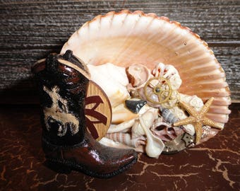 Cowboy boot shell art