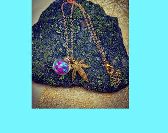 Star Bubble and Cannabis Leaf Pendant Necklace.