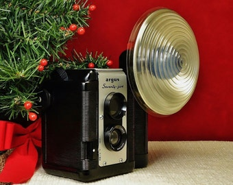 Vintage ARGUS 75 TLR Viewfinder 620 Roll Film Camera with Flash Unit, Circa: 11/1952, Excellent Condition!