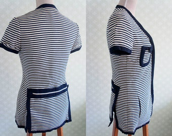 80s Vintage nautical inspiration top. Navy and off the white horizontal stripes tops. Front zipper. Medium size.