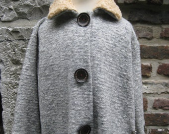 awesome Kids coat made from knitfabric with plush collar, upcycling