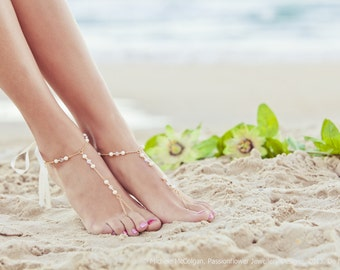 Beaded barefoot sandles, feet jewlery, pearl barefoot sandals, beach wedding anklet, bridal beach sandal, beach bride. GEORGIA Cream
