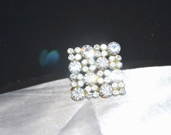 Vintage 1940s Era Brooch in Clear Rhinestones in  Silver Tone Square Setting