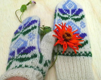 rustic organic wool mittens in white with Lithuanian pattern / traditional handknit mitts