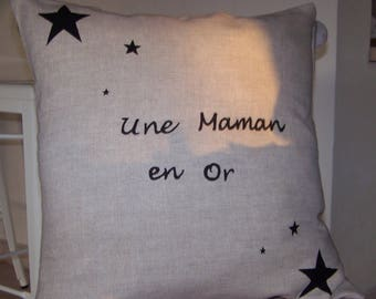 "Beige linen cushion with inscription ""a MOM in gold"""