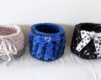 Baskets in tape to use as brush holder, porta Potti, door cheats ...