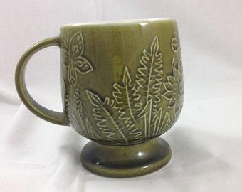 vintage 70s olive green pedestal mug