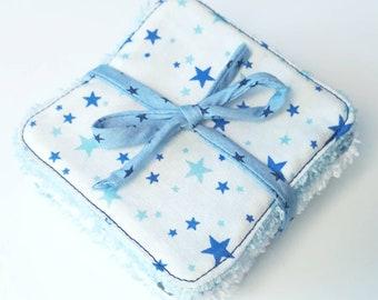 Lot de 8 lingettes demaquillantes / debarbouillantes lavables dans les tons blanc, bleu et gris (étoiles et dinosaures)