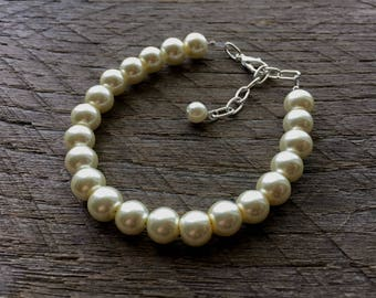 Ivory Pearl Bracelet Bridal Bracelet One Single Strand Simple Pearl Bracelet on Silver or Gold Chain