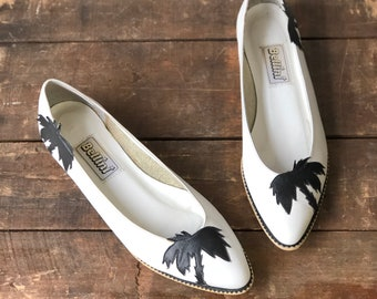 7.5 B | White Leahter Pointed Toe Flats w/ Palm Tree Appliqué