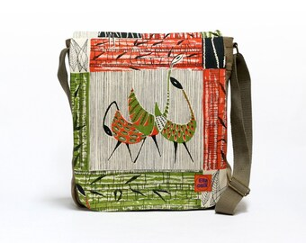 Justy - Canvas Messenger Bag | Crossbody bag | Retro shoulder bag upcycled with original vintage fabric by EllaOsix