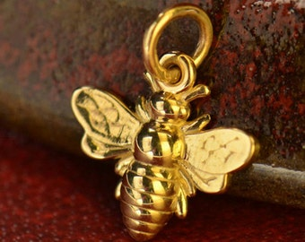 Honeybee Charm - Bumblebee Charm - Gold Bee - Bee Charm - 14k gold Honeybee Charm - Bee Jewelry Supply -Abeja de Oro