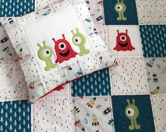 Personalised Baby Bedding Set, Cot Quilt, Cot Bedding, Baby Bedding, Blue/Red/Green Patchwork Quilt, Aliens/Spaceships.