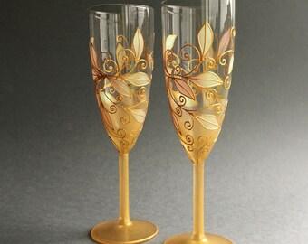 Wedding Glasses in gold,  Champagne Flutes, Personalized Wedding Glasses, Toasting Wedding Flutes, Anniversary glasses, UK Wedding