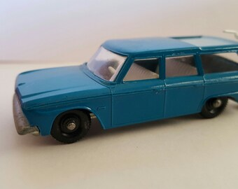 Vintage near perfect Matchbox Series No.42 Studebaker Lark Wagonaire Made in England by Lesney, includes hunter