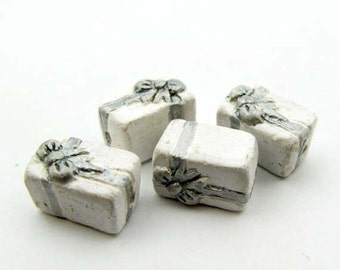 20 Tiny Ceramic Wedding Present Beads - CB651