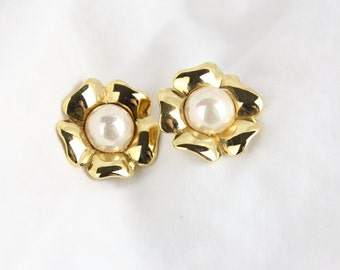 70's Flower Power Gold Perl Accented Clip On Earrings