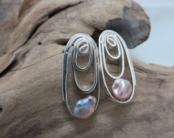 Earrings in sterling silver with Keshi pearls