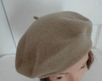 80s Light Brown Wool Beret Women Hat 10.5  Medium Beatnik Look Vintage