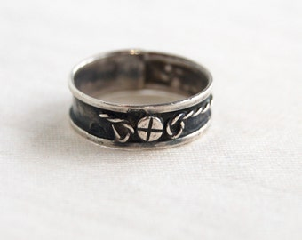 Sterling Silver Cross Ring Band Size 5 .25 Vintage Mexican Primitive Handmade Jewelry