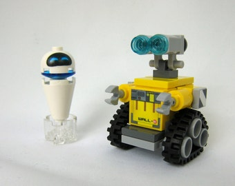 Wall-E Robot & Levitating Eve Made From Lego Pieces
