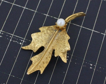 Gold and Pearl Leaf Brooch - Vintage Costume Jewelry Pin