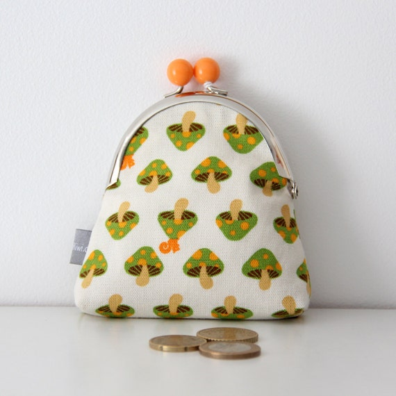 Metal frame coin purse - mushrooms - squirrel - orange - green - shopping - change - retro - girly -- Kiclac Mushrooms Green