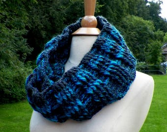 Highland Scarf Triangle Infinity Outlander Cowl Oversized Gray Teal Celtic Highland Chunky Neckwarmer Crochet Knit Womens Win