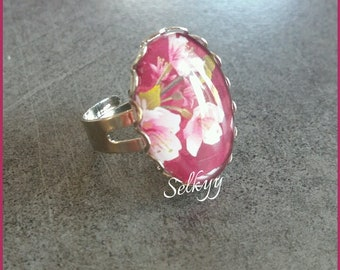 Ring oval cabochon 24x18mm, pink and white flowers, silver ring with Scalloped edges