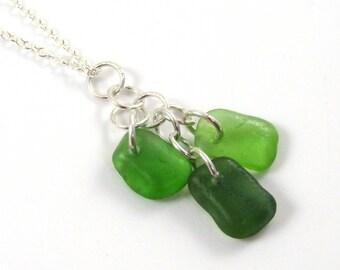 Collier en verre dépoli, Trio collier, bijoux de verre de mer, le verre de mer vert, la ligne de rivage, DARCY, collier grappe, la ligne de rivage