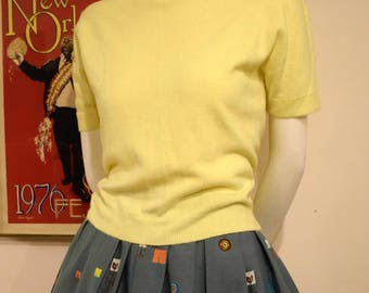 1950s Pale Yellow Pinup Bombshell Short Sleeve Pullover Sweater