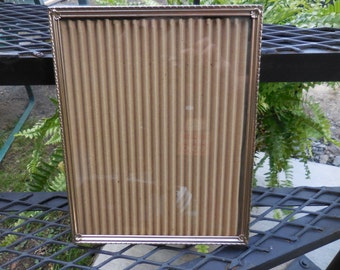 Vintage Metal Gold Tone 1950s to 1960s Picture Frame Photo Vertical Hanging Simple 8x10