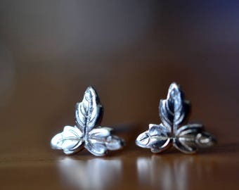 Silver Leaf Earrings, Dainty Small Silver Leaf Studs, Sterling Silver Charm Earrings, Nature Jewelry, Bridesmaids Jewelry, Woodland Wedding