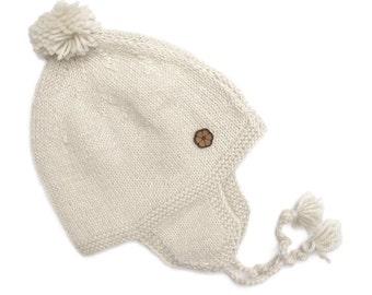 """Bonnet bébé blanc, type """"chullo"""", 100% alpaga de couleur naturelle, fait main"""
