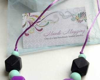 FREE shipping, teething necklace, gift for mom, baby shower gift, silicone beads, teething baby
