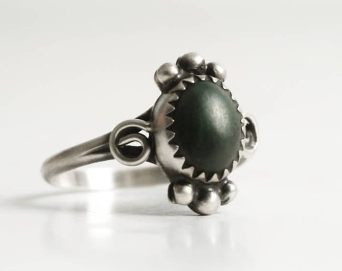 Vintage Sterling Silver Malachite Ring, Green Malachite Stone, Size 7.75 Ring, Southwestern Jewelry, Gift Her, Small Green Stone Ring (6855)