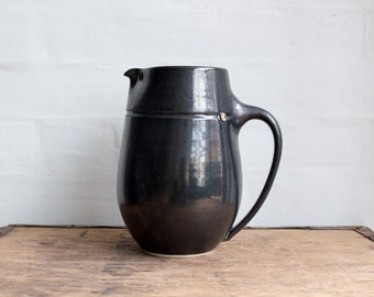 Jug in Metallic Black