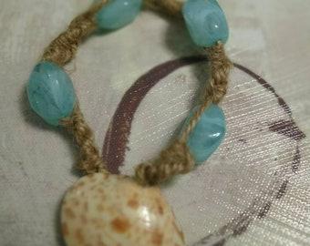Shell and bead bracelet