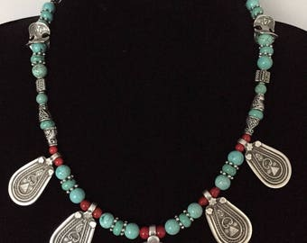 Isis necklace in turquoise and silver plated metal pendants
