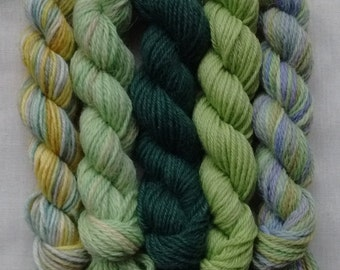 Set of 5x random green mix mini skeins, 4ply, approx 20-25 yds/18-23m, free postage in UK
