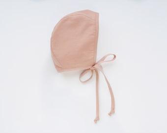 Baby linen bonnet Peach
