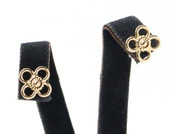 Women Small Subtle Sun Flower Earrings. Minimal dainty round floral Bolt Ear Studs. Delicate Gold/Silver Brass Sunny Petal wire Star Earring