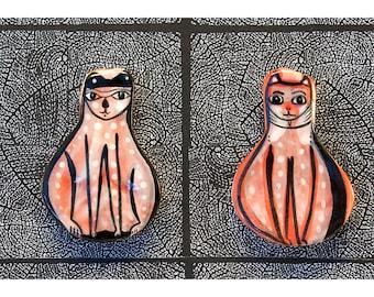 Deux aimants pour réfrigérateur par Jenny Mendes de chat