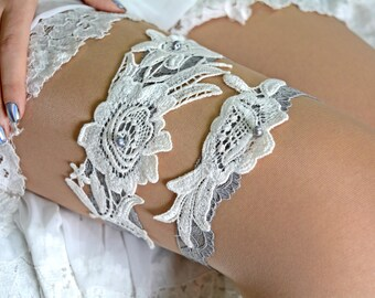 Grey Wedding Garter, Ivory Lace Garter, Bridal Garter Lace, Grey Garters, Bridal Garter Set, Wedding Garter, Flower Lace Garter, Garter Set