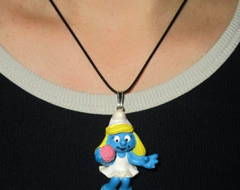 Pendant necklace smurfette which is used
