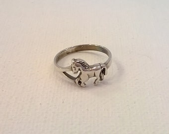 Sterling Silver Ring - Horse Design -  Size 6 Finger Ring